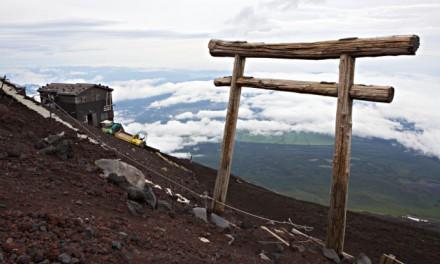 Grimper en haut du sommet du Japon, le Fuji