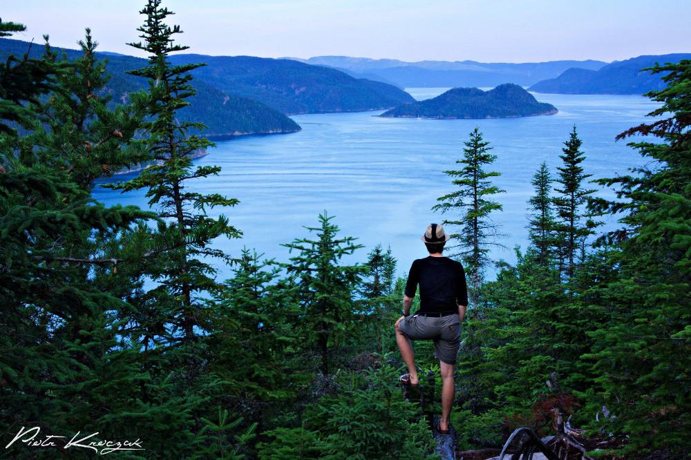 Photo prise avec trépied et retardateur lors du randonnée en solitaire dans le sentier du Fjord