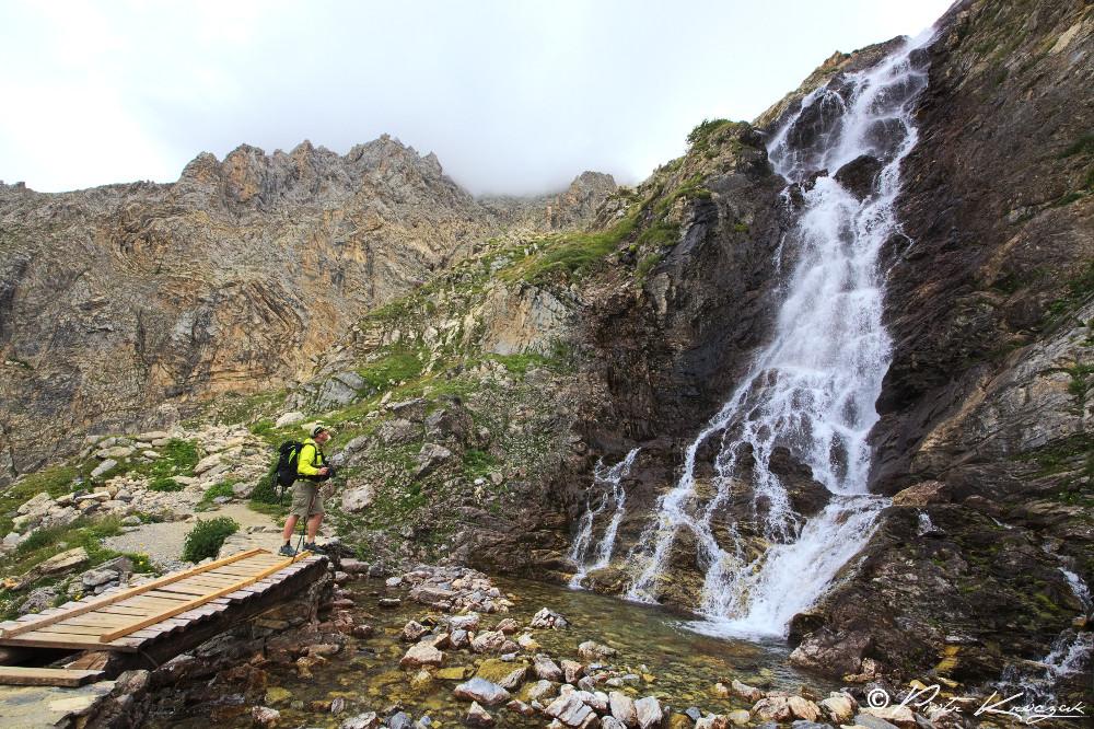Gregory près de la cascade de Stroppia