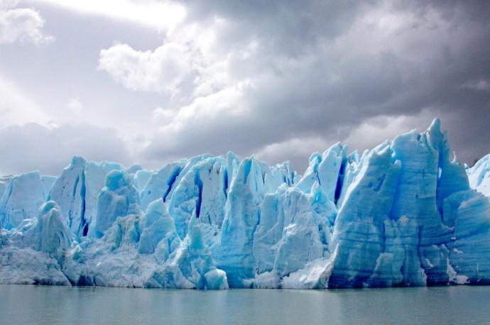 glacier grey trek W torres del paine