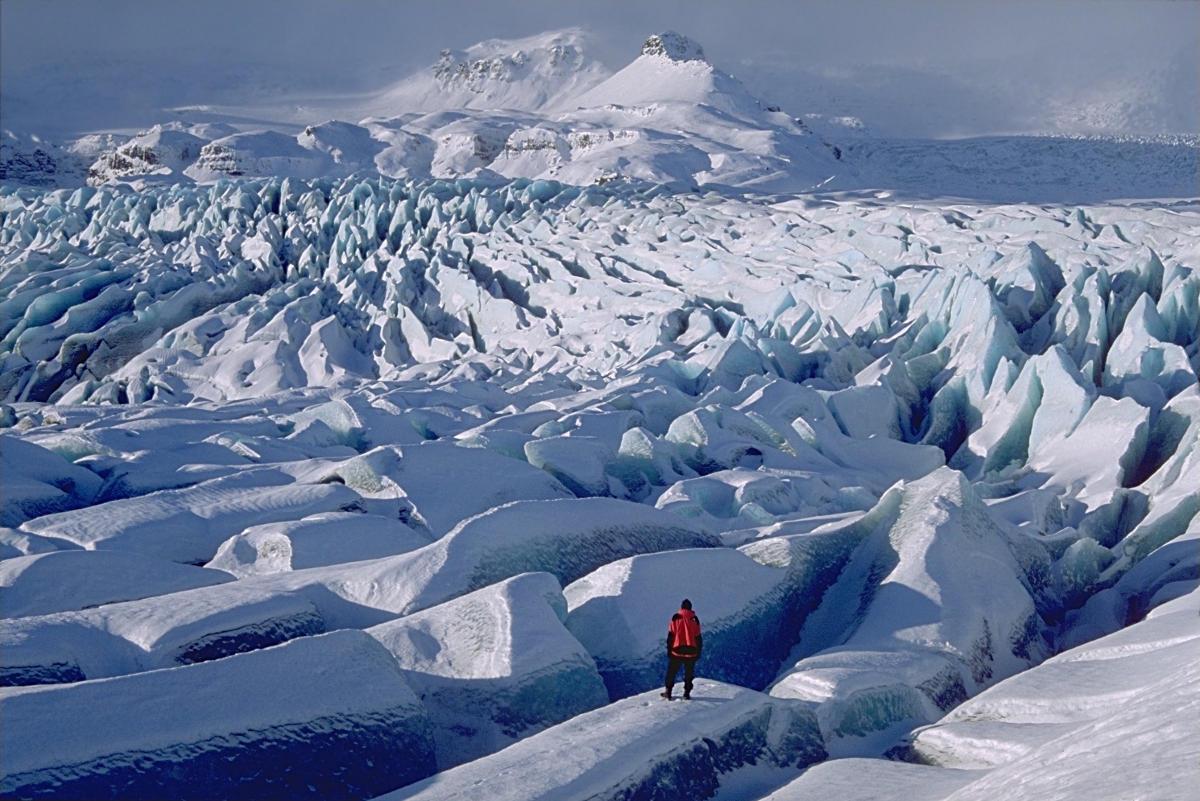 marche-sur-le-glacier-vatnajokull-en-islande