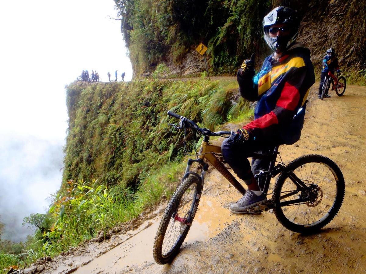velo-sur-route-de-la-mort-bolivie